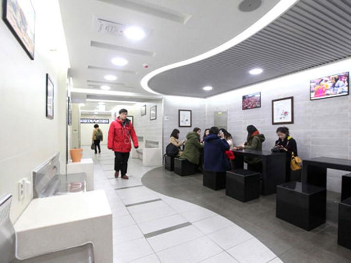 地下鉄1・2号線市庁(シチョン)駅のトイレ前