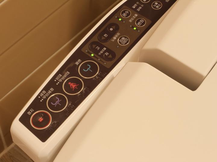 韓国の洗浄機付きトイレ