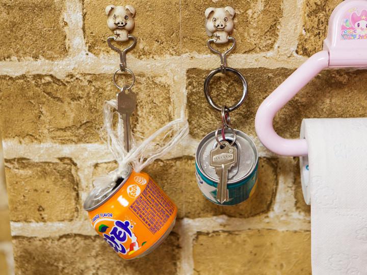 飲食店のトイレの鍵とトイレットペーパー