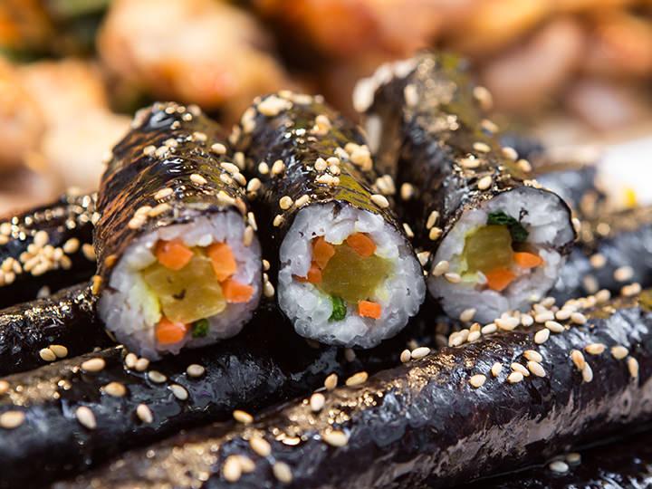 ミニ海苔巻き(コマキムパッ) 5本3,000ウォン 一口サイズで食べやすい海苔巻きは朝ごはんにも