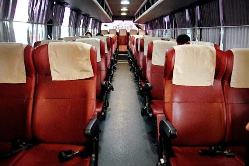 一般バスは普通のシートが4列