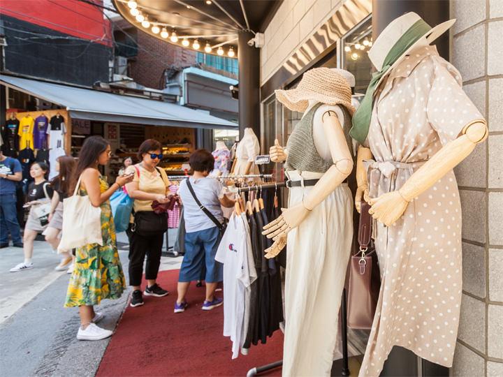 fb009a31460 かわいい&プチプラ!梨大半日ショッピングプラン | おすすめショッピングスポット|韓国旅行「コネスト」