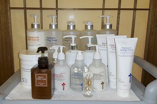 エステ専用化粧品とスイス、フランス製のコスメラインを使用