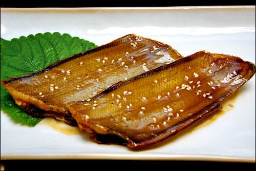 魚料理は、韓国南部でよく食べられるソデというヒラメの一種の煮付け