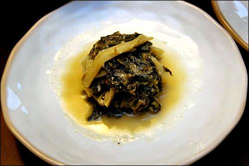 ウゴジ(白菜や大根の葉)料理