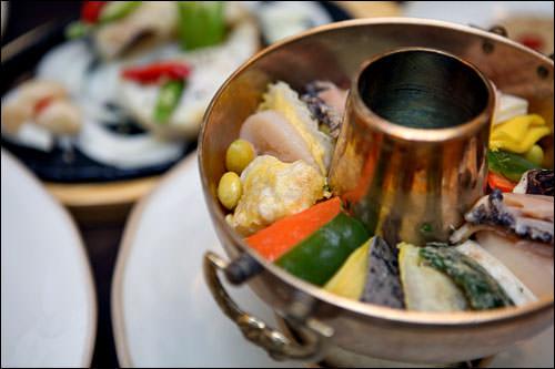 スープはさっぱりした上品な味で、素材の味が生かされています