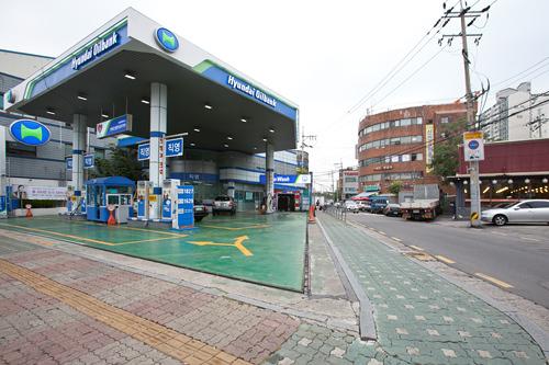 2. ガソリンスタンドを左折し、約120m直進します。