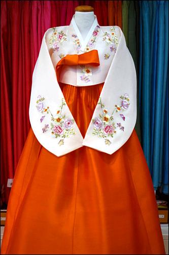オレンジ色でやわらかい印象を(500,000ウォン)