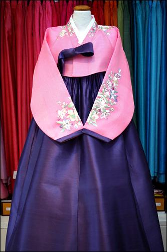 ピンクと紫でシックな女性らしさを演出(500,000ウォン)