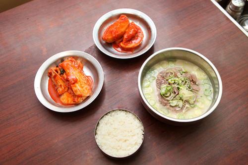 神仙(シンソン)ソルロンタン24時間営業が嬉しい!期待を裏切らない有名チェーン店・ご自慢のスープが定評。