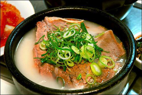 以南場(イナムジャン)家庭の味からソウルを代表するソルロンタン店に!48時間コトコト煮込んだこだわりの絶品。