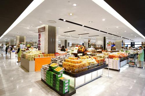 地元の人の利用も多いスーパー