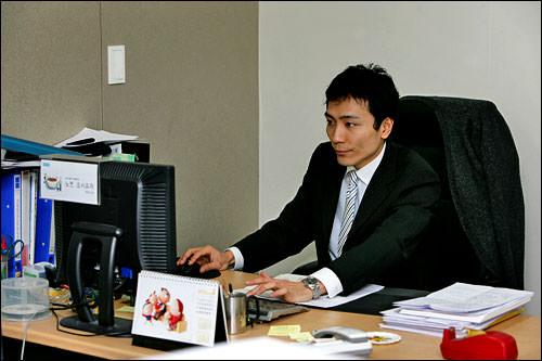 一日の仕事は会計管理から始まる