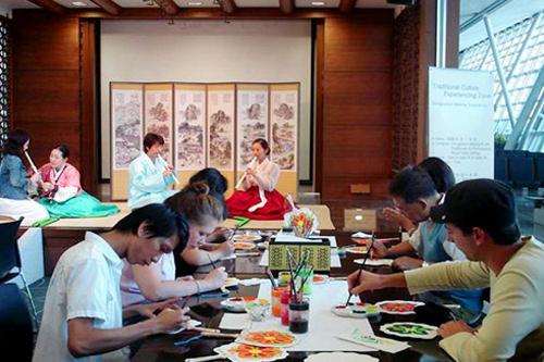 韓国伝統文化体験館免税区域3階25・29搭乗口付近