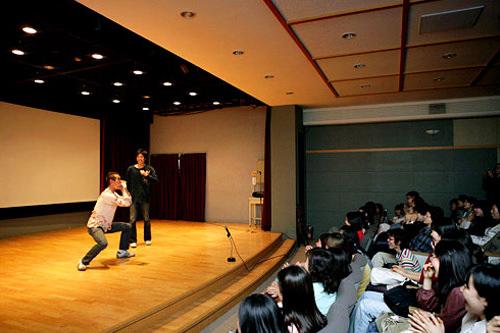 お笑いコンビ「チング」のライブ(2007年)