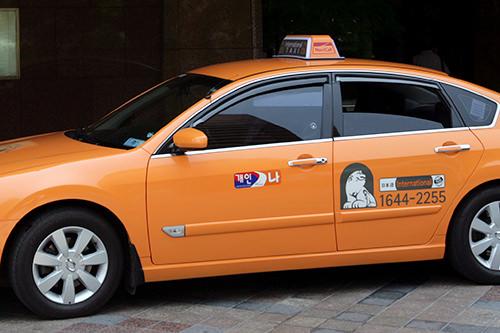 インターナショナルタクシーには可能言語の表示