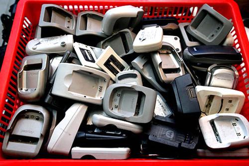 携帯電話充電器、各種あります。