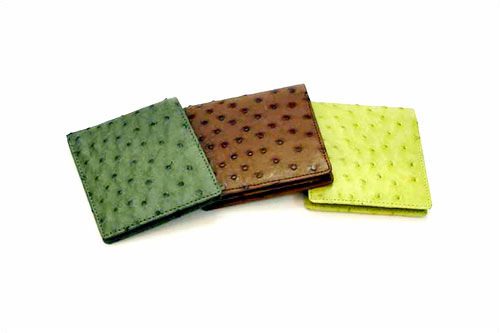 男性の先生には実用的な財布やベルトが人気