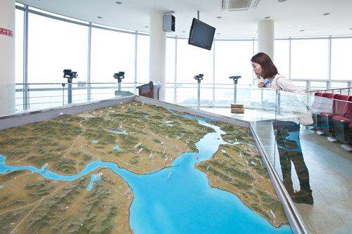 模型で見ると北朝鮮との位置関係が分かり易い!(3階展望台)