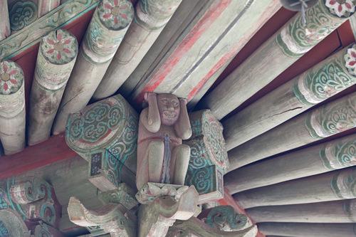 屋根に設けられた裸婦像には隠された裏話が