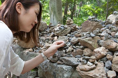 願いを込めて積んでいく石の塔。観光中に私もひとつ願い事