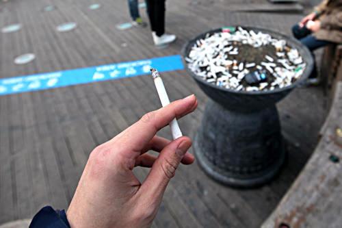 タバコの購入・喫煙が可能