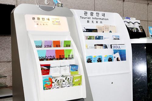 日本語や英語、中国語など様々な言語のガイドブックがあります