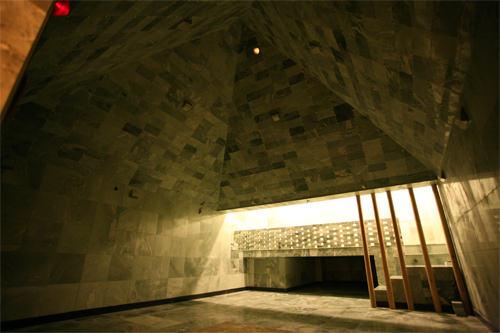 天然軟玉ピラミッドの部屋