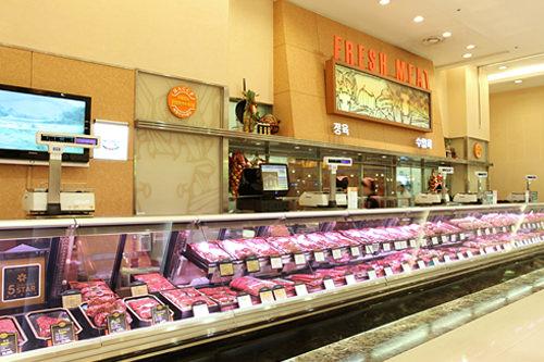 肉類は大容量パックが多い。少量購入時はカウンターで伝えて(肉屋・魚屋で使える韓国語)