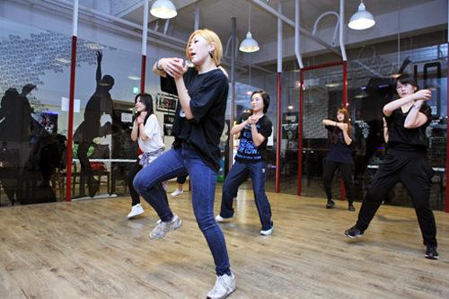 ヨガやK-POPダンスなどの習い事も人気