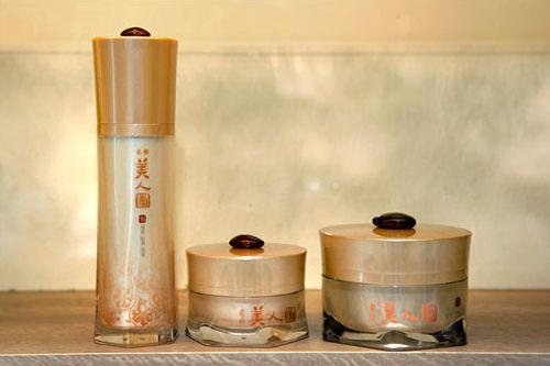 (左) 経絡弾力セラム 45ml 33,000ウォン(中) 弾力アイクリーム 25ml 35,000ウォン(右) 弾力クリーム 50ml 35,000ウォン