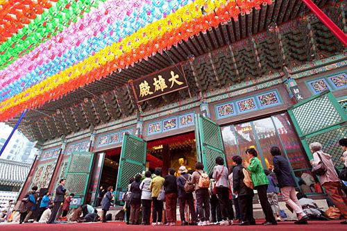 仏教の一大祭「燃灯祝祭(ヨンドゥンチュッチェ) 」期間中の「曹渓寺(チョゲサ)」