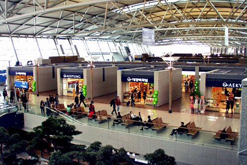 仁川空港3階にもCDショップがある。