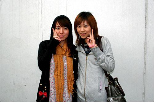 日本人のYさん(右)とそのお友達(左)