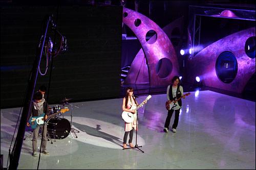 実力派バンド、紫雨林(ジャウリム)