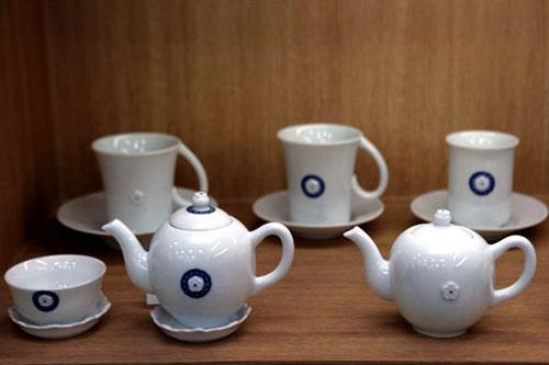 ミニ急須32,000 湯呑み茶碗7,000 茶托3,000