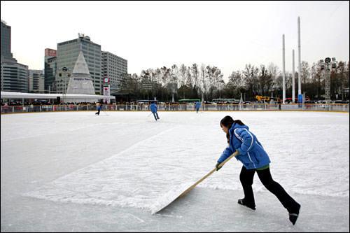 整氷中はリンク内への入場禁止