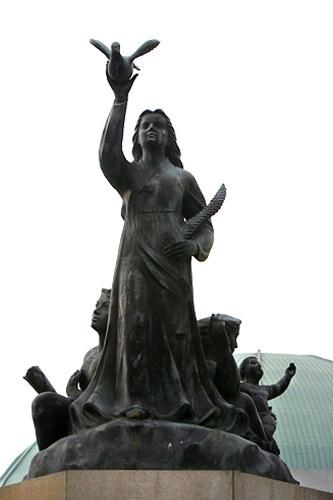 平和と繁栄の像