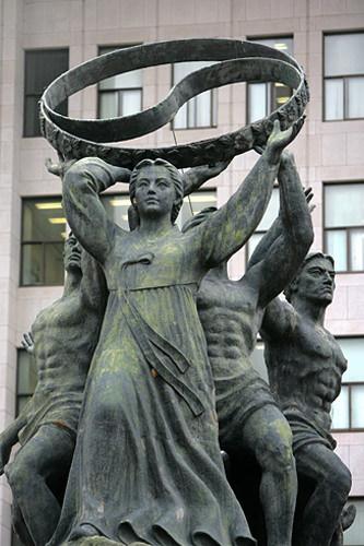 愛国愛族の像