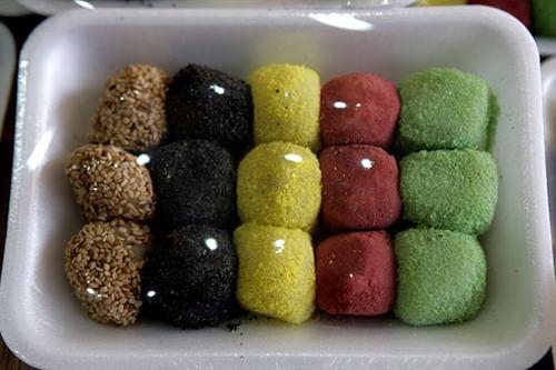 キョンダン(団子:ゴマ、黒ゴマ、カステラ、小豆、えんどう豆) 3,000ウォン