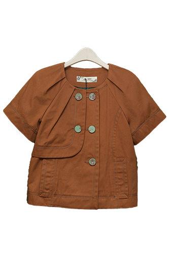 コットンのジャケットはカジュアルにもエレガントにもOK。(285,000ウォン)