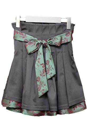 大人気アイテム。リボンがポイントの女性らしいスカート。(165,000ウォン)