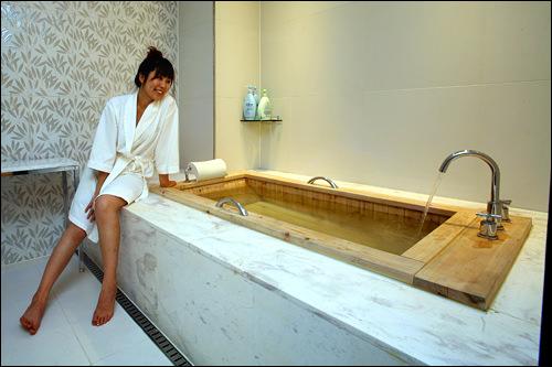 足を伸ばしてくつろげるお風呂