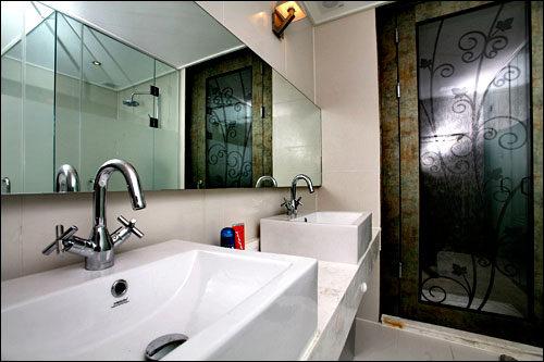 洗面所の戸はガラス