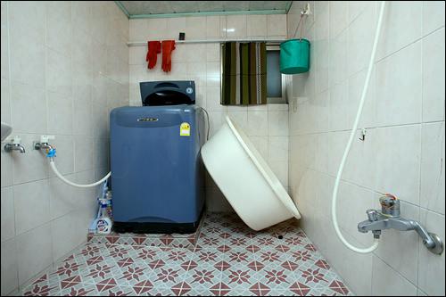 洗濯機の横が行水用たらい