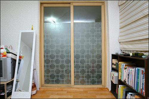 部屋とキッチンを仕切る扉