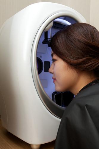 皮膚診断撮影機を通じて肌質を精密に把握