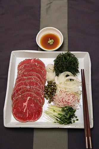 牛ロースのサラダ