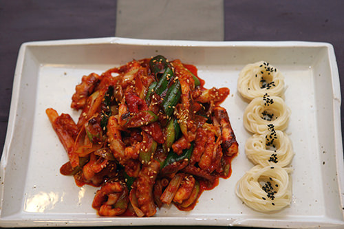 タコ炒めと素麺