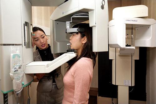 4.レントゲン撮影現在の口腔状態を正確に把握するため、パノラマレントゲン撮影を行ないます。
